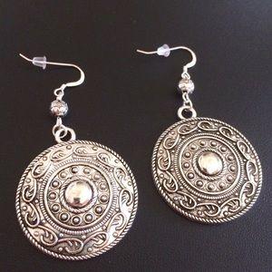 Jewelry - Medallion silver earrings